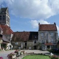 L'église et les bâtiments du prieuré vus de l'ouest (2008)