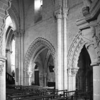 Vue partielle du mur gouttereau sud de la nef vers le sud-est depuis le bas-côté nord