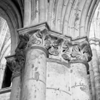 Chapiteau du pilier sud entre la première et la seconde travée du choeur