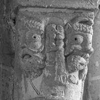 Chapiteau à la retombée nord-est de la voûte du bras sud du transept (1995)