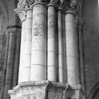 Un pilier surélevé du bas-côté sud