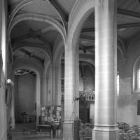Le bas-côté sud de la nef vu vers le nord-ouest (2000)