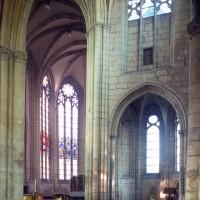 Vue partielle du transept sud et du choeur vers le nord-est