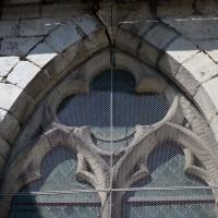 Fenêtre gothique rayonnant au mur est du bras nord du transept (2017)