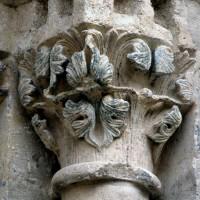 Chapiteau d'un piédroit de droite du portail (2000)