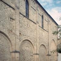 Le mur sud de la nef vu du sud-ouest (2000)