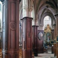 Les boiseries du 18ème siècle habillant les piles de la nef (2019)
