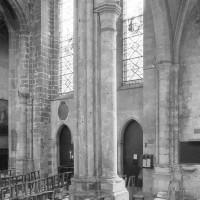 Vue partielle du bras sud du transept vers le sud-est (1979)