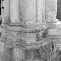Bases d'une pile de la croisée du transept (1979)