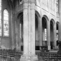 Vue partielle du bras nord du transept et du mur gouttereau nord du choeur vers le nord-est (1979)