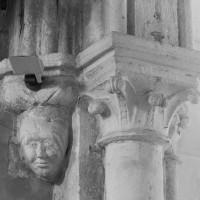 Chapiteaux à la retombée nord de l'arc triomphal (2000)