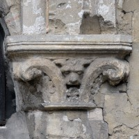 Chapiteau à la retombée des deux arcades de l'ancienne chapelle sud (2017)