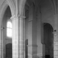 Vue partielle de la nef vers le nord-ouest depuis le bas-côté sud (1995)