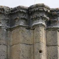 Chapiteaux associés à un pilier de l'ancien clocher nord (2016)