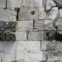 Reste de corniche du 12ème siècle au faux croisillon nord (2016)