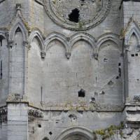 Décor d'arcatures aveugles sur la face sud de la tour sud (2016)
