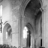 Le faux croisillon à l'angle nord de la nef et du choeur vu vers le nord-ouest (1994)