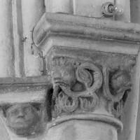 Chapiteau et cul-de-lampe associés à la retombée des voûtes du choeur vers le sud (1995)