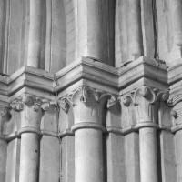 Chapiteaux de la base de l'ancien clocher (1995)