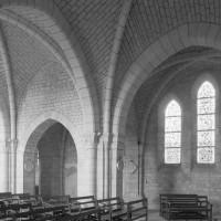 Vue partielle de la nef et du croisillon nord vers le nord-ouest (1996)