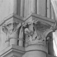 Chapiteaux des arcades nord de l'ancien choeur du 13ème siècle (1995)
