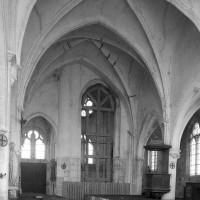 L'ancien choeur du 13ème siècle et la base du clocher vus vers le nord-ouest (1995)