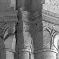 Chapiteaux du 12ème siècle de l'ancien choeur (1995)