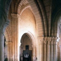 Vue partielle de la nef vers le sud-ouest depuis le bas-côté nord (1997)