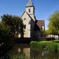 L'église dans son environnement vue de l'est (2017)
