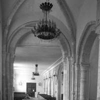 L'intérieur vu vers le nord-ouest avec la croisée du transept au premier plan (1996)