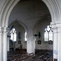 Une arcade de la nef vue vers le nord-ouest depuis le bas-côté sud (1995)