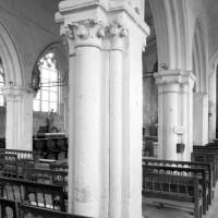 Vue partielle de la nef depuis le bas-côté sud vers le nord-est (1979)