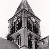 Le clocher vu du sud-ouest au début du 20ème siècle, avant son écroulement (photo Eugène Lefèvre-Pontais, Arch. Phot. Paris / S.P.A.D.E.M.)