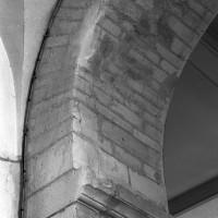 Retombée de l'arcade ouest de l'ancienne base du clocher (1996)