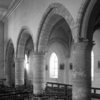 Les arcades du mur gouttereau nord de la nef vues vers le nord-ouest (1996)