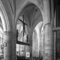 La reprise en sous-oeuvre de la base du clocher roman vue vers le sud-est (1997)