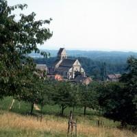 L'église dans son environnement vue du nord-ouest (1971)