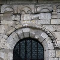 Fenêtre et corniche beauvaisine au mur est du bras nord du transept (2017)
