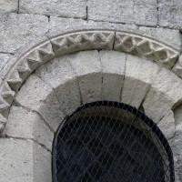 Fenêtre à la façade ouest du bras nord du transept (2017)
