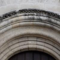 Détail de la mouluration de l'archivolte du portail ouest (2018)