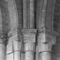 Chapiteaux à l'angle nord-est du choeur du 12ème siècle (1995)