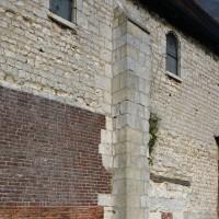 Vue partielle de la nef depuis le sud-ouest avec un contrefort plat (2016)