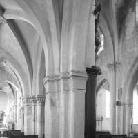Le bas-côté nord et la nef vus vers le sud-est (1996)