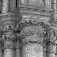 Chapiteaux de la pile sud-est de la travée du clocher (1997)