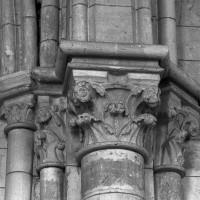 Chapiteaux de la pile nord-est de la travée du clocher (1997)
