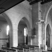 Vue partielle de l'élévation nord de l'église vers le nord-est : nef, travée du clocher et choeur (1997)