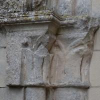 Les chapiteaux de gauche de l'arcade à l'ouest de la chapelle nord (2018)