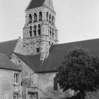 Vue partielle de la nef et du clocher depuis le nord (1974)