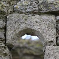 Linteau échancré de la fenêtre romane au nord du choeur (2016)