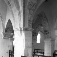 La travée du clocher vue vers le nord-ouest depuis la chapelle sud (1995)